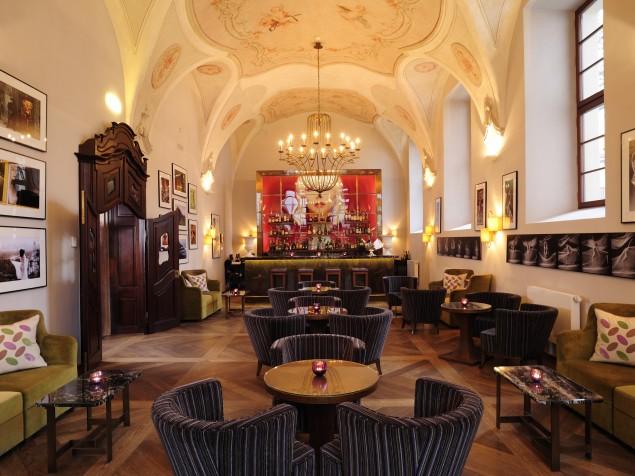 Futuristic hotel designs from self sustaining to luxury for Design boutique hotel prag