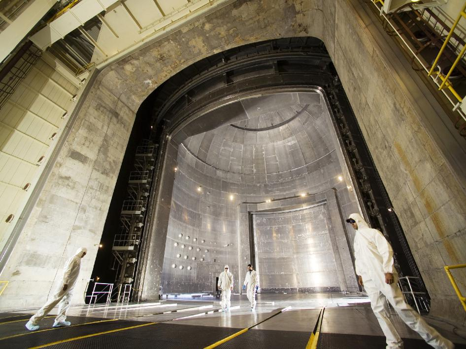 World's Largest Vacuum Chamber Simulates Deep Space Environment