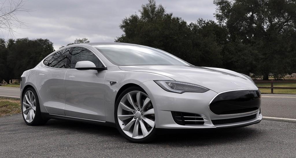 $100,000 Tesla Model S Sedan Named the Safest Car Ever