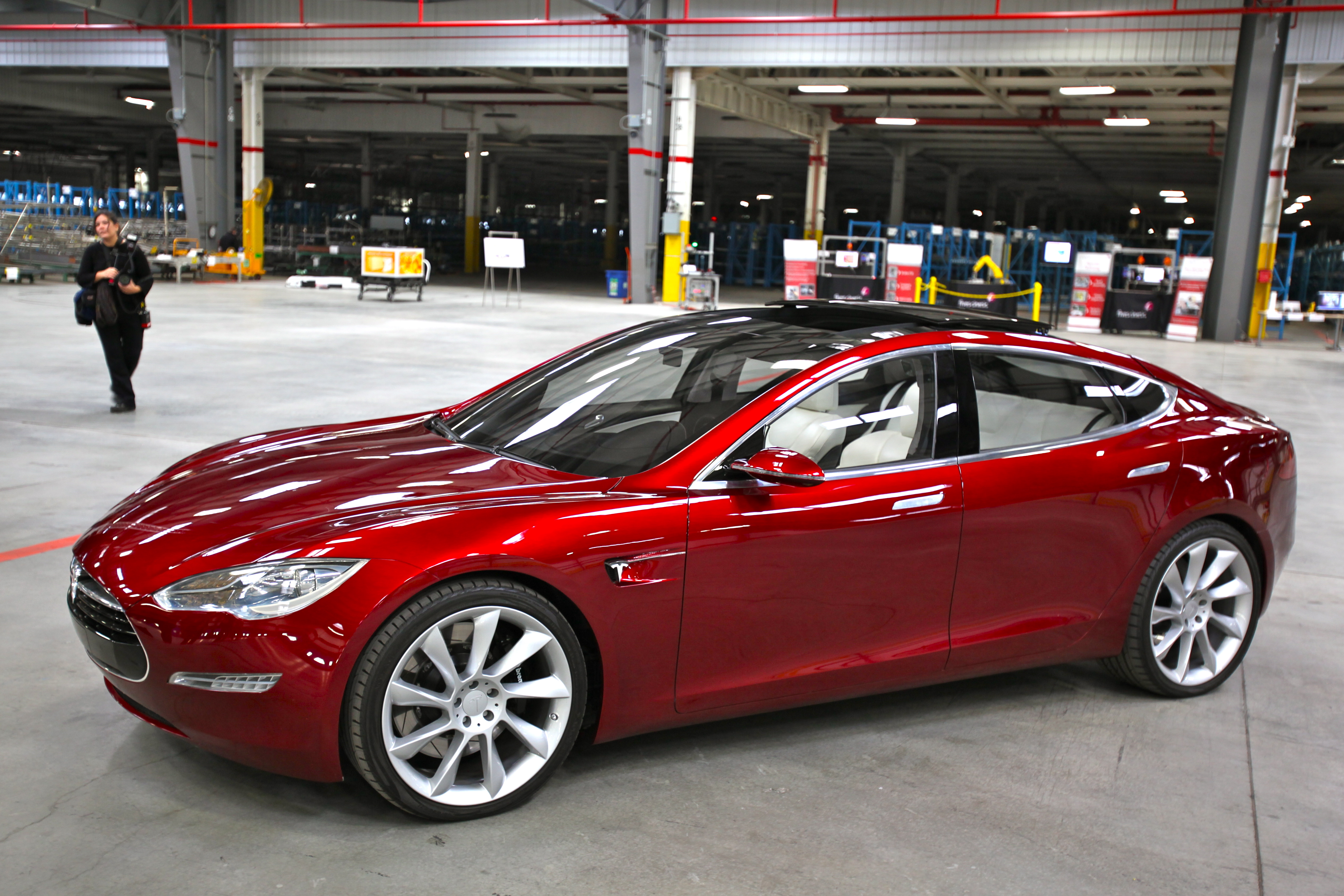 Start, Lock and Unlock Your Tesla Model S with a Smartphone