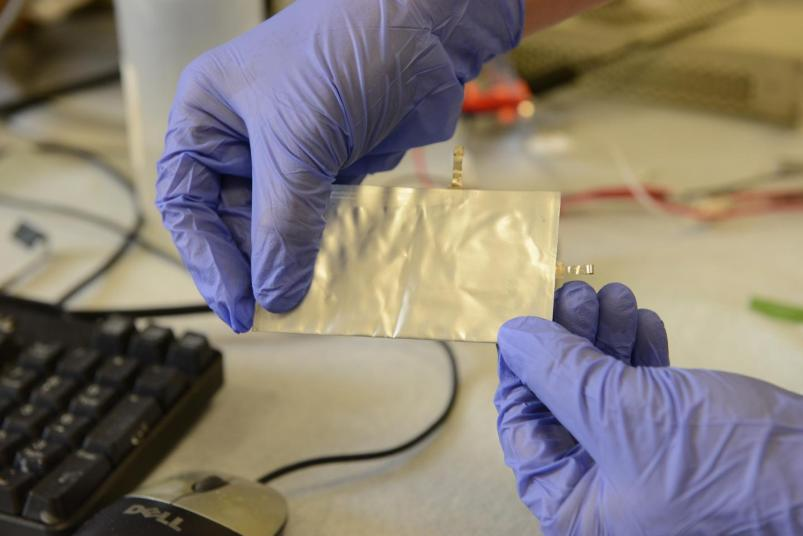New Aluminum Battery Can Recharge Your Phone in Just 60 Seconds!