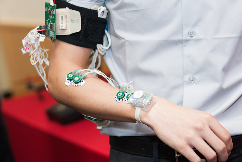 These Wearable Sensors Can Recognize, Interpret Sign Language
