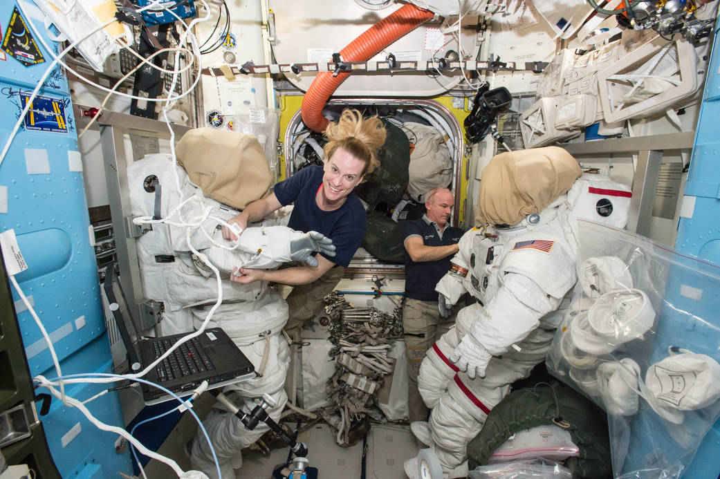 NASA Astronauts Successfully Install New Space Station ...