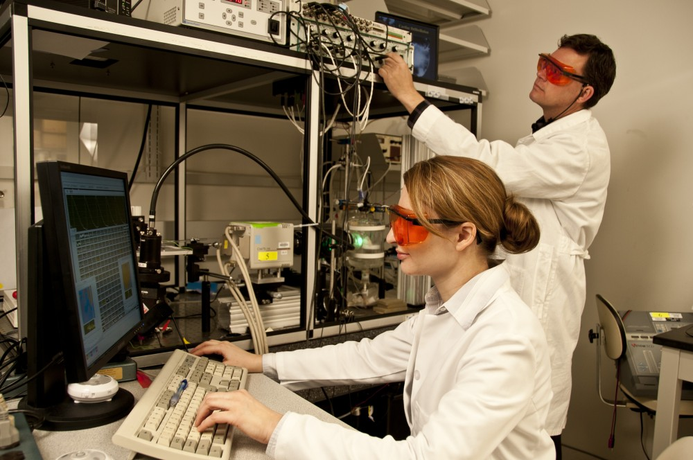 biophysics lab The biophysics certificate program seeks to foster the training of graduate students in the application of the physical sciences and engineering to fundamental biological questions at the molecular, cellular, and systems levels.
