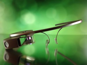"""Dead"" Google Glass Makes a Comeback to Improve Worker Efficiency"