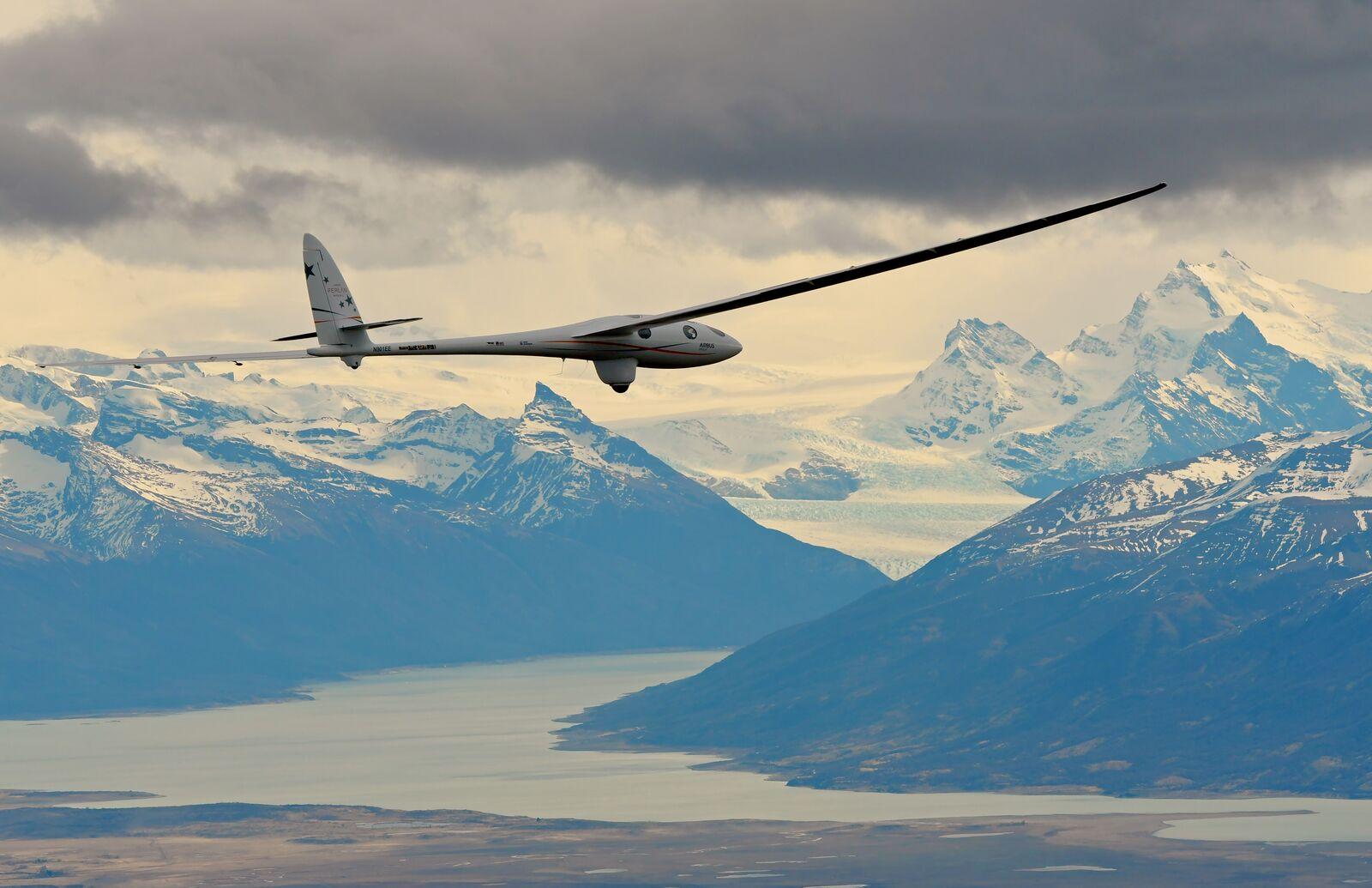 "Airbus Perlan II Rides ""Mountain Waves"" to Edge of Space"