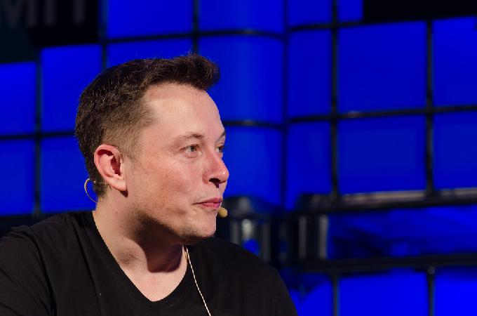 Elon Musk Wants To Insert Bluetooth-Enabled Implants into Your Brain to Connect It with Internet