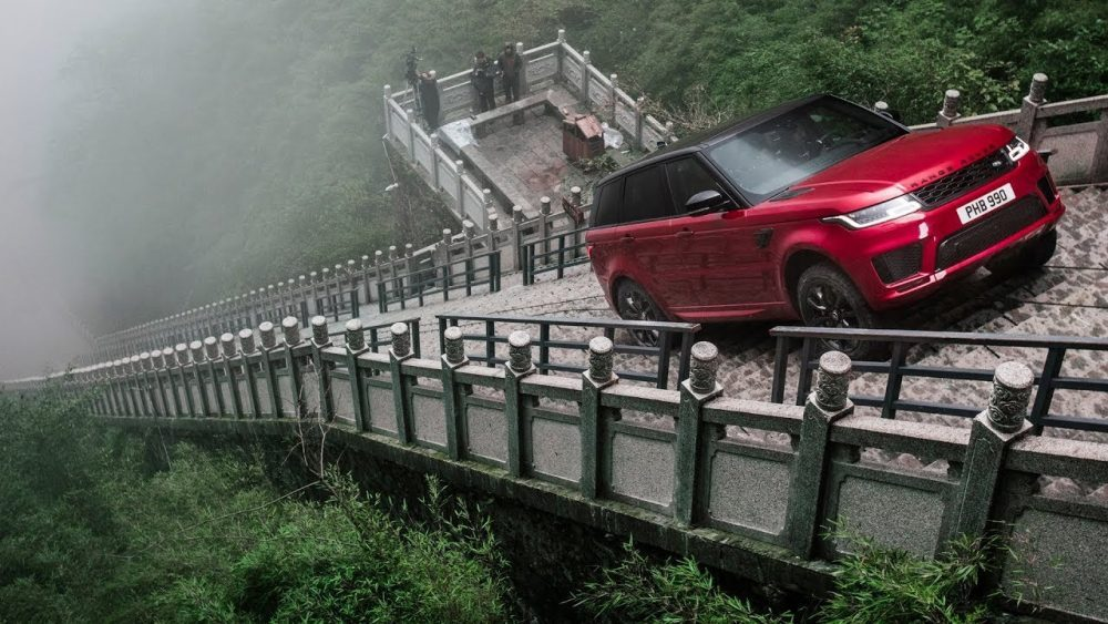 Range Rover Sport PHEV Climbs 999-Step Staircase to Heaven's Gate