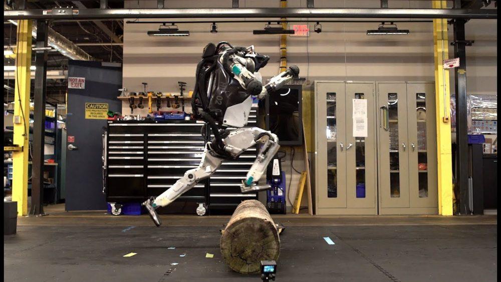 Boston Dynamics' Atlas Robot Looks Terrifying yet Amazing While Doing Parkour
