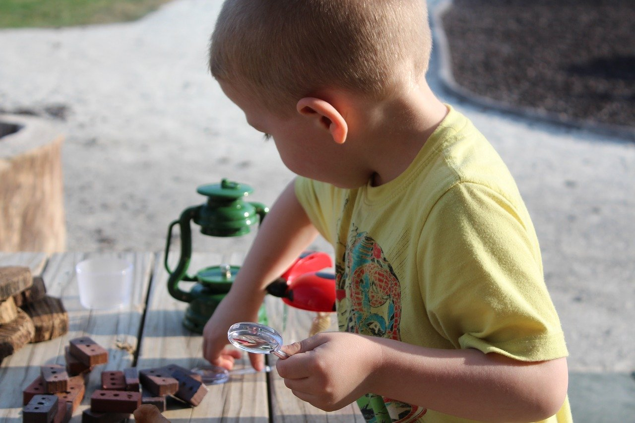 6 Exciting and Inspiring Science Projects to Do With Your Kids