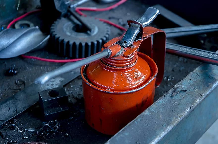 How to Decide if you Need Manual or Automatic Lubrication?