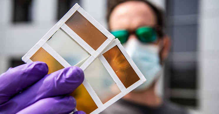 New Smart Windows Darken In the Sun and Become Solar Cells When Heated