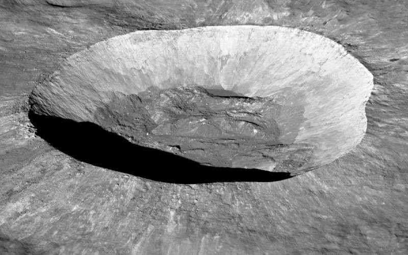 """Giant """"Liquid Mirror"""" Telescope On The Moon Could Detect Universe's First Stars"""