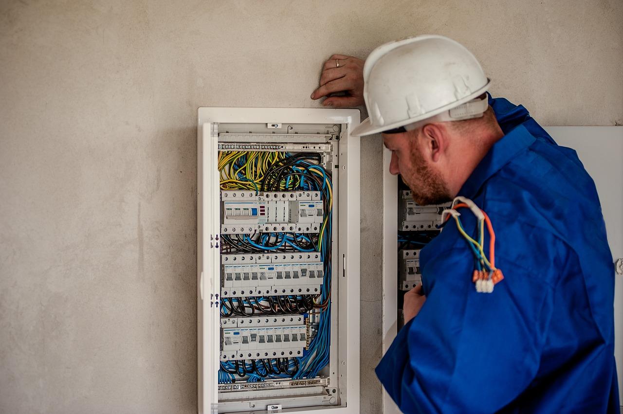 7 Measures To Avoid Industrial Electrical Hazards