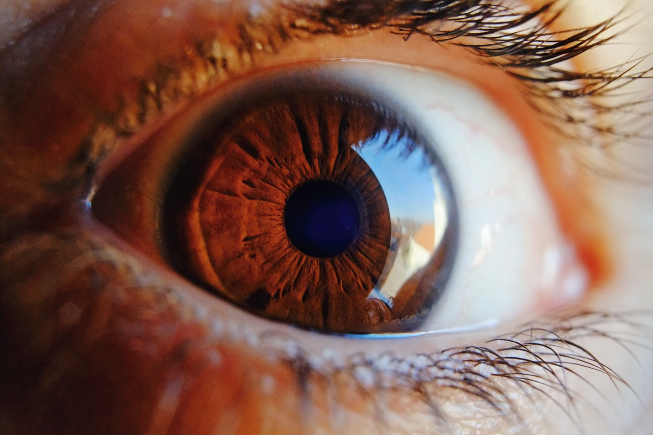 Miniature Laser Projector Can Send HD Video Directly onto the Human Retina