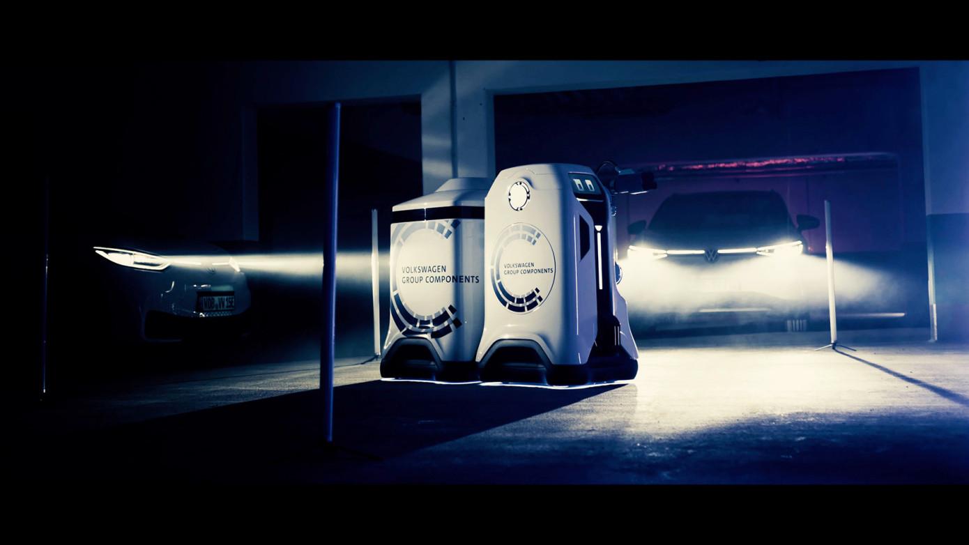 VW Develops Autonomous Robot that Charges EV Cars at Parking Lots