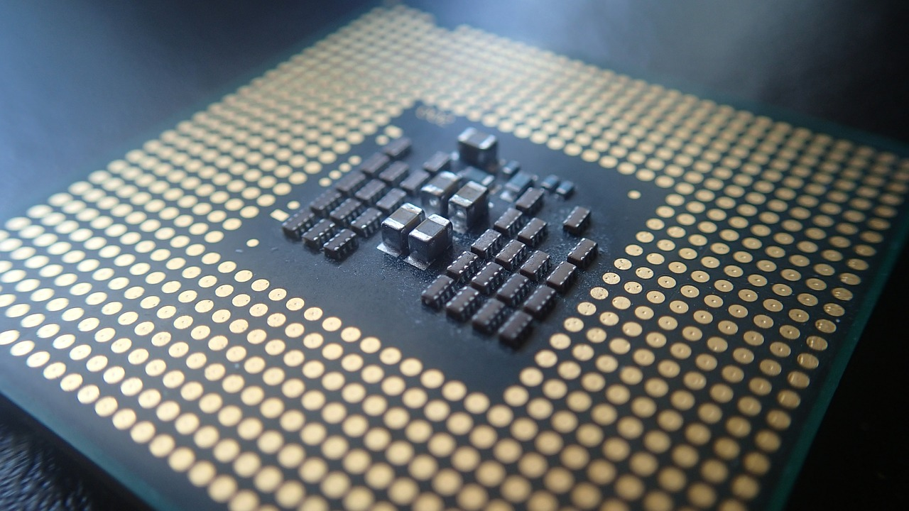 Is Moore's Law Dead Yet? Synopsys CEO Says No, and Points to New AI-Based Path
