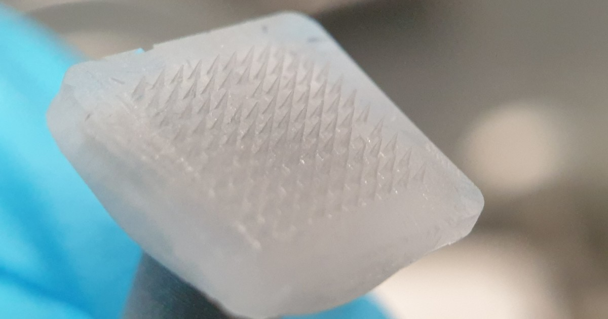 Ice Microneedle Patches to Deliver Drugs before Melting Away