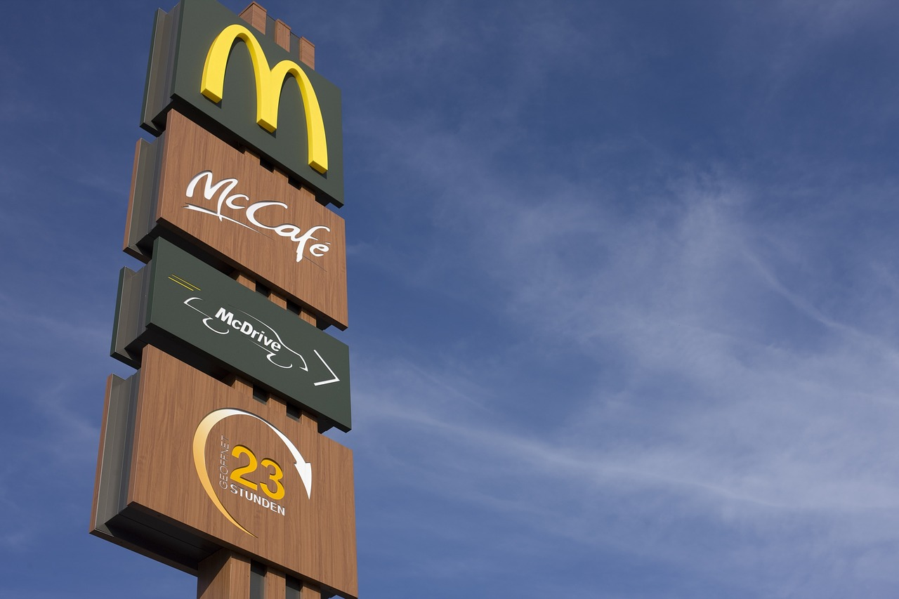 Siri's Sister is Now Working at McDonald's, And The Staff Loves Having Her Around
