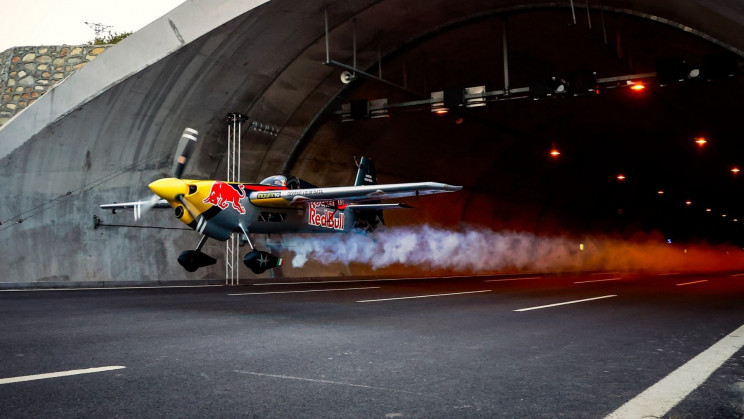 A Stunt Pilot Just Shattered the World Tunnel Flight Record in Turkey